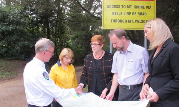 Liberal Senator for Western Sydney, Marise Payne examines a map of the area for a potential escape route with Mt Wilson/Mt Irvine Rural Fire Service President and Deputy Captain, David Howell; Mt Wilson/Mt Irvine RFS Brigade Executive, Elizabeth Montano a